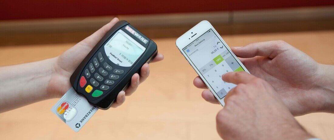 Ein mobiles Kartenlesegerät im Einsatz