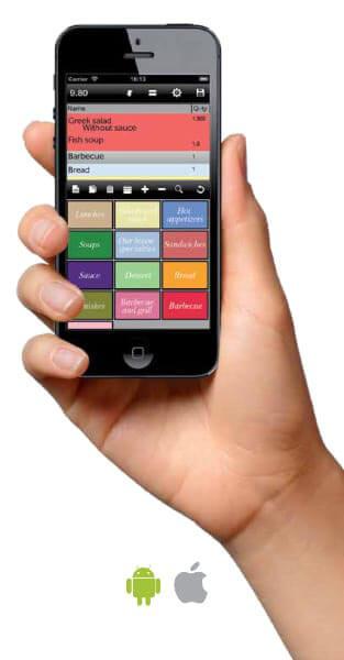 """Eine Hand hält ein Smartphone, auf dem das Modul """"Mobiler Kellner"""" des Kassensystems R-Keeper von UCS läuft."""